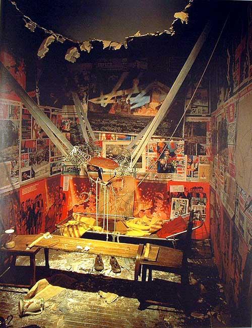 Илья Кабаков «The Man Who Flew into Space from His Apartment», 1995, Центр Жоржа Помпиду, Париж, Франция